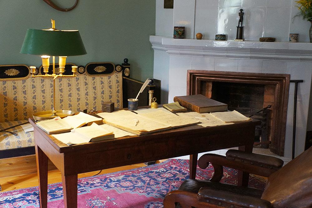 Воссозданный кабинет поэта