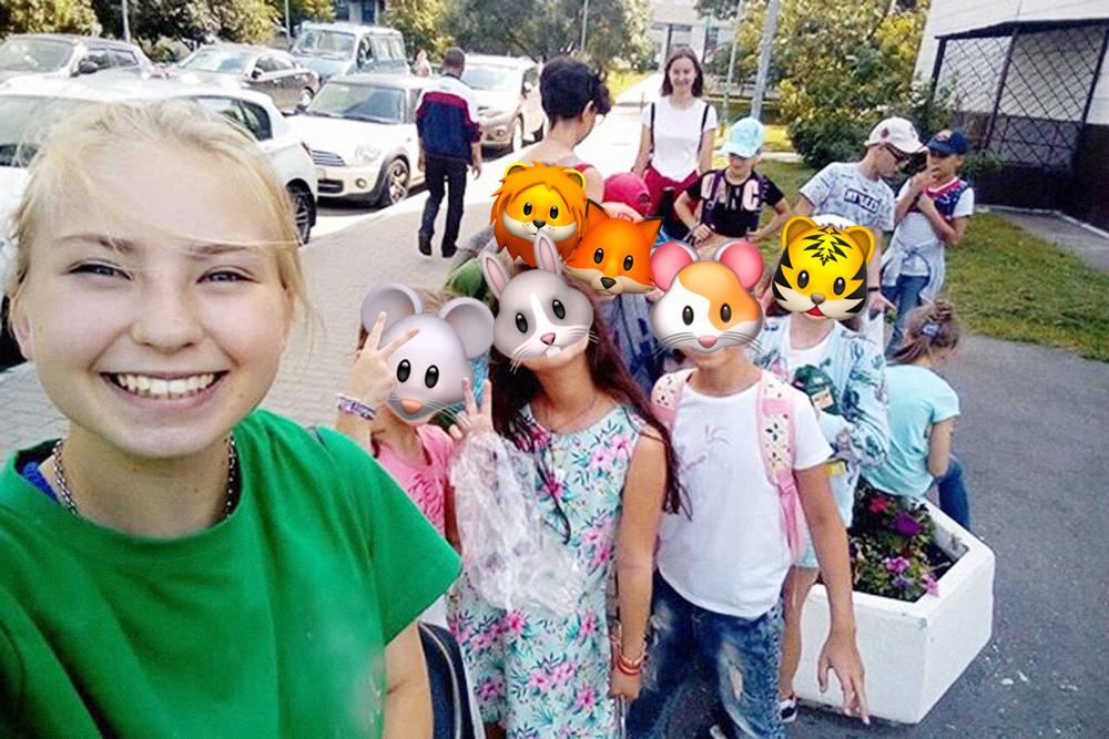На прогулке Веронике трудно было уследить за группой из 15 детей
