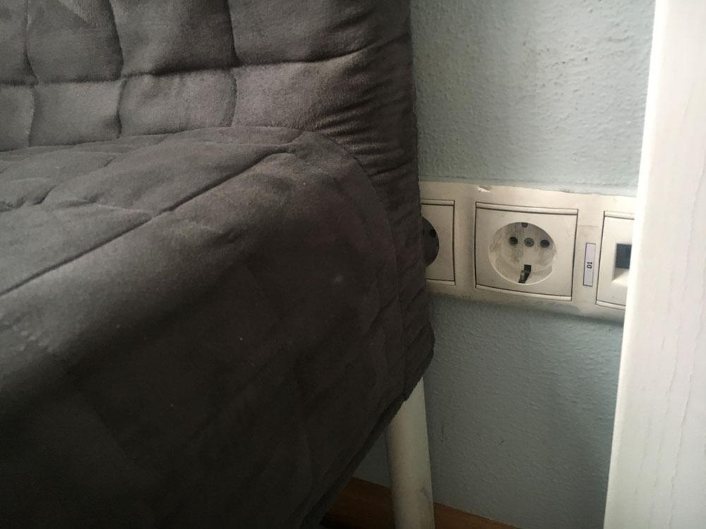 Места для розеток планируют с учетом мебели и встроенных шкафов