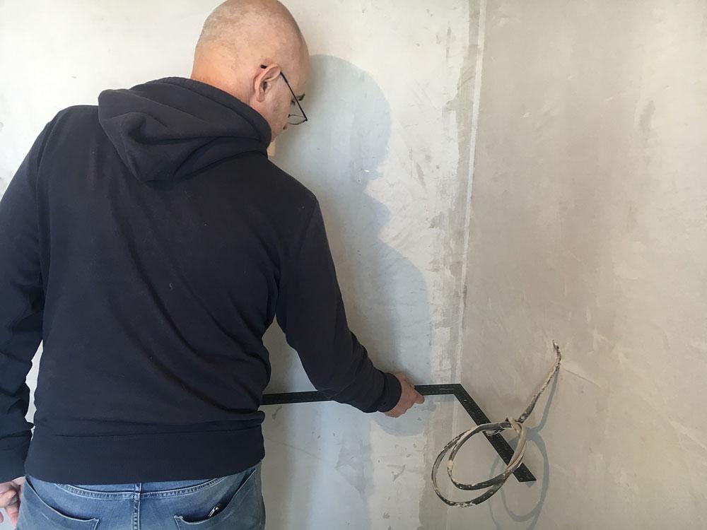 Проверил качество углов и места стыков стен