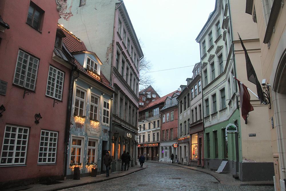 Цветочную улицу в Берне «играла» в основном нечетная сторона, которая расположена на фото слева, а Бейкер-стрит — четная, она находится справа