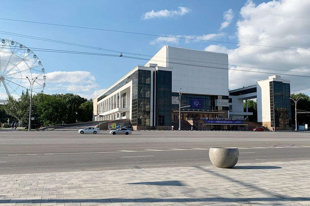 В годы Великой Отечественной войны здание театра сильно пострадало, восстановили его уже в 1960-е