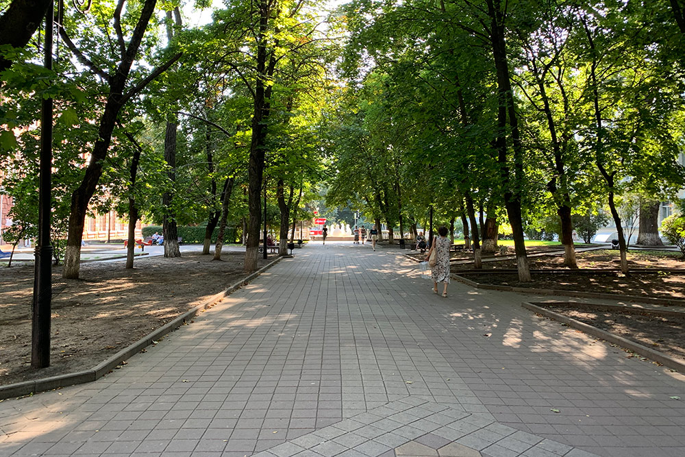 Ягуляю поПушкинской почти каждый день ивсегда делаю около 10тысяч шагов