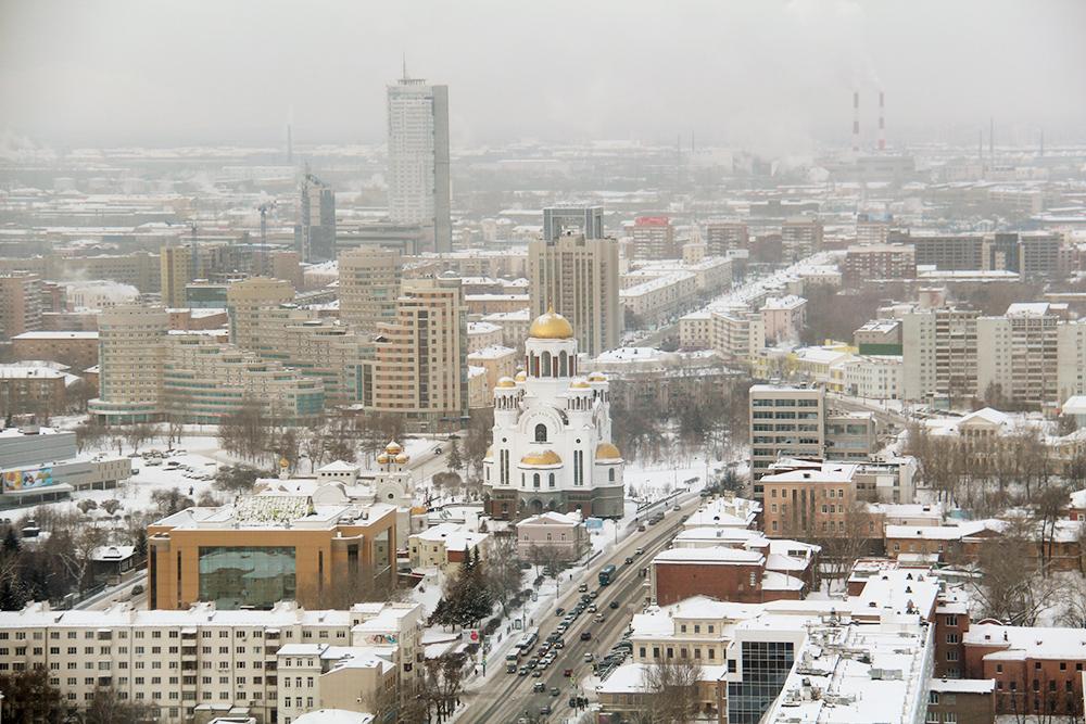 Вид на Екатеринбург с 37-го этажа. В центре фотографии — Храм на Крови, построенный на месте убийства последнего российского императора Николая Второго