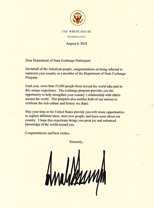 В Вашингтоне нам вручили письма от президента США Дональда Трампа. Их получают все участники обменных программ