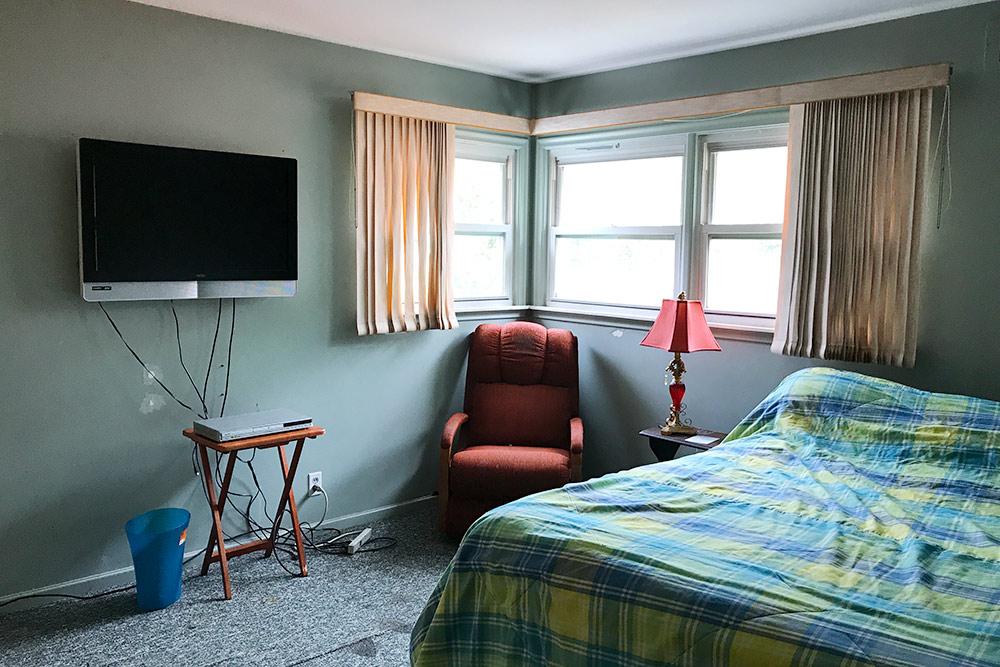 Моя спальня. УМаши была примерно такаяже. Изспальни можно выйти вгардеробную инабалкон
