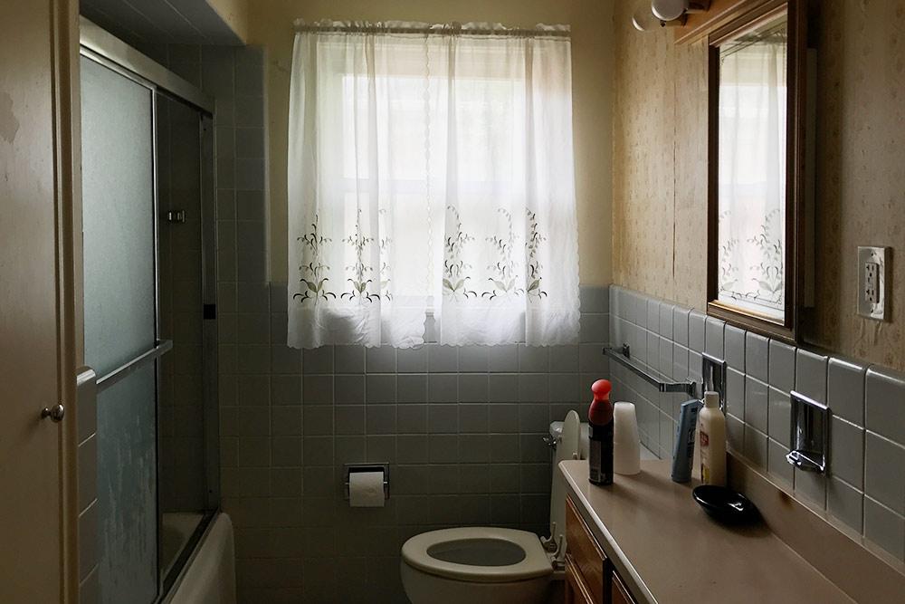 Наша ванная. МысМашей уходили наработу вразное время — баталий насчет того, кто первый идет вванную, небыло