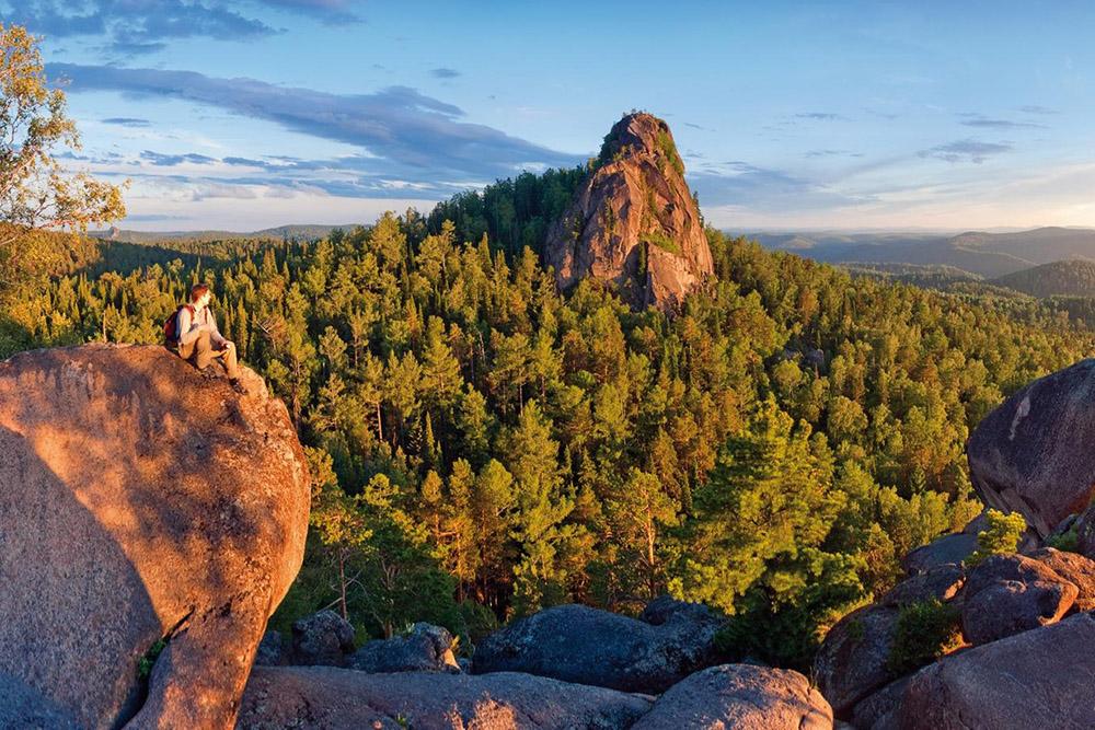 Скалы особенно красивы на закате
