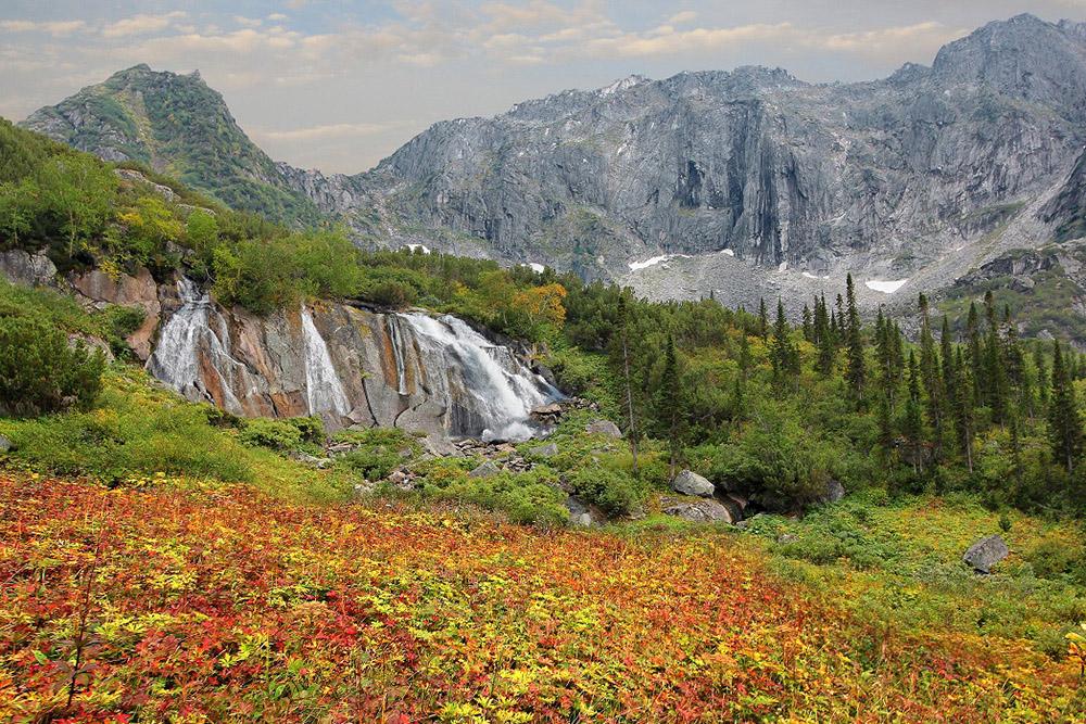 Водопад Шумилиха осенью