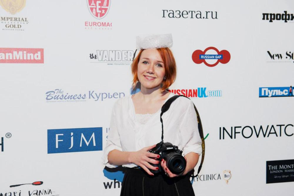 Логотип Russian Gap на Русском балу в Лондоне и я с фотоаппаратом