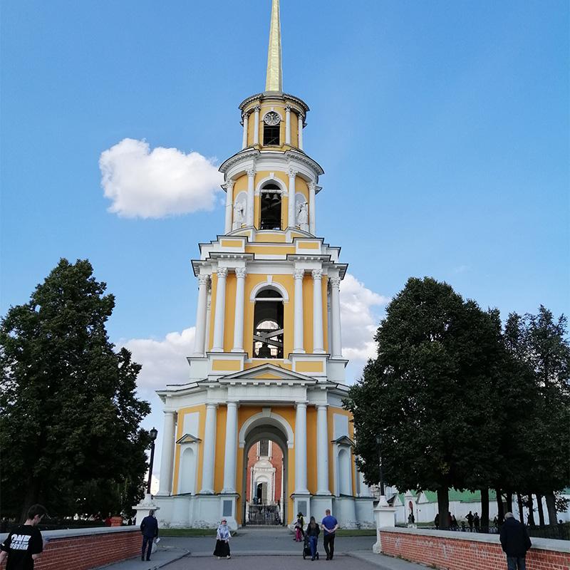 Соборная колокольня считается самым высоким зданием вРязани— 83,2метра. Подняться наверх нельзя