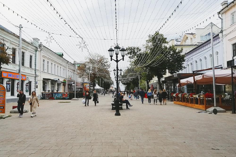 Пешеходная Почтовая улица— типичное туристическое место