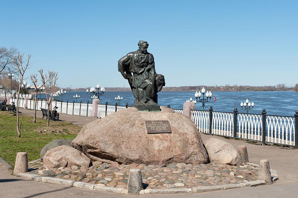 В Рыбинске установлен единственный в мире памятник бурлаку. Он находится напротив причала длякруизных теплоходов. Туристы его очень любят и часто фотографируются рядом с бурлаком или у него на коленях. Источник: Irina Burmistrova / Shutterstock