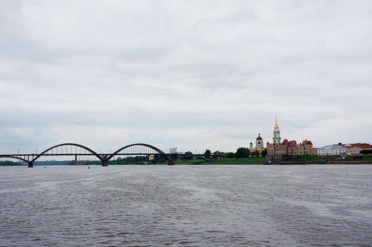 Главный вид Рыбинска, который видят все туристы, когда плывут на теплоходе по Золотому кольцу