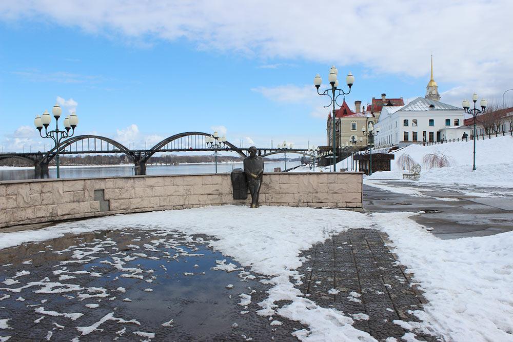 Часть Волжской набережной, музей и памятник поэту Льву Ошанину, который здесь родился. Он написал стихи к песням «Эх, дороги...», «Течет река Волга» и «А у нас во дворе есть девчонка одна»