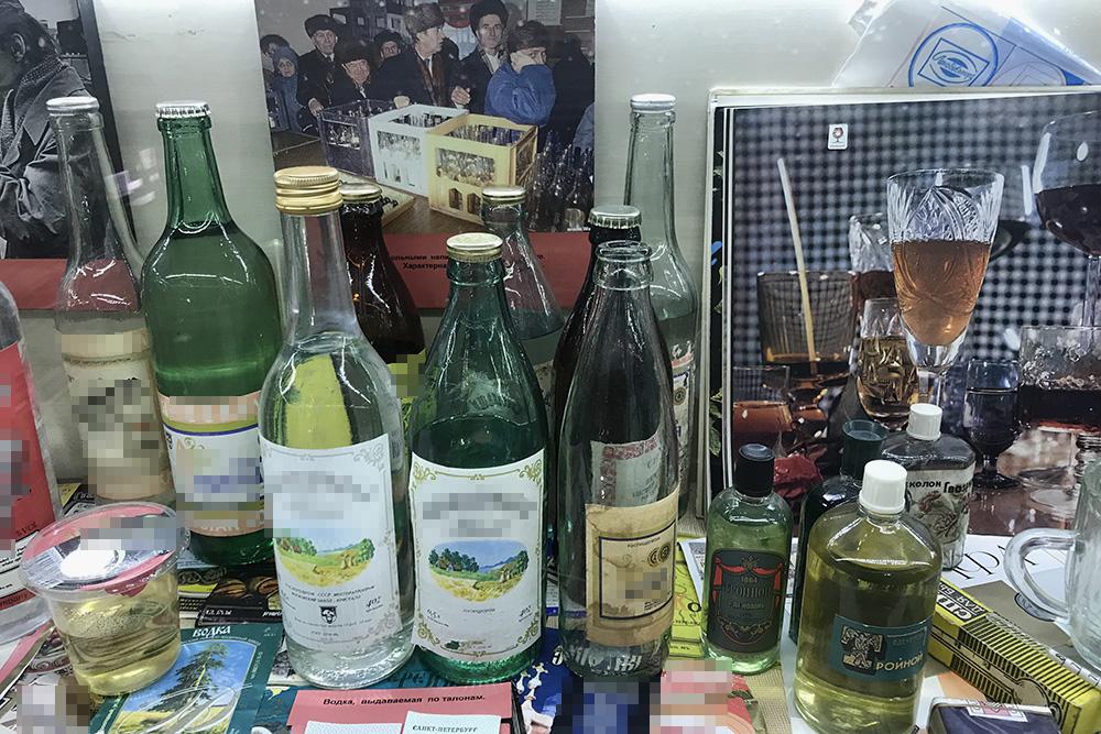Я помню некоторые предметы из музея русской водки: видела в доме родителей и бабушки с дедушкой