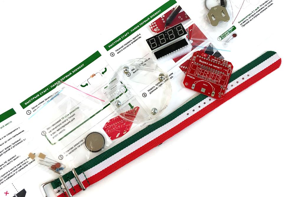 Конструктор для пайки электронных часов подойдет для детей старше 10 лет — работа с паяльником требует аккуратности