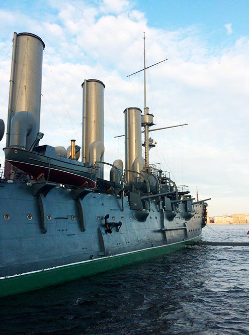 Крейсер «Аврора» готовили ко ДнюВМФ: тщательно подкрашивали и прибирали