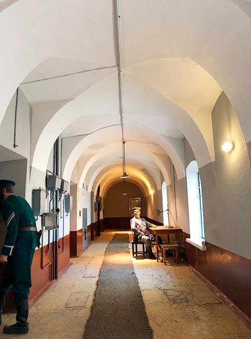 Тюрьма Трубецкого бастиона в Петропавловской крепости — одна из самых известных политических тюрем конца 19 века. Здесь можно взять экскурсию или пойти безсопровождения