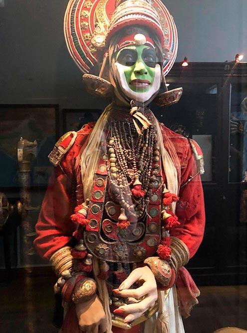 Костюм индонезийского шамана