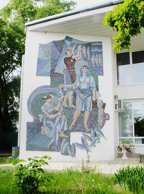 Советская мозаика на стене магазина рыбозавода