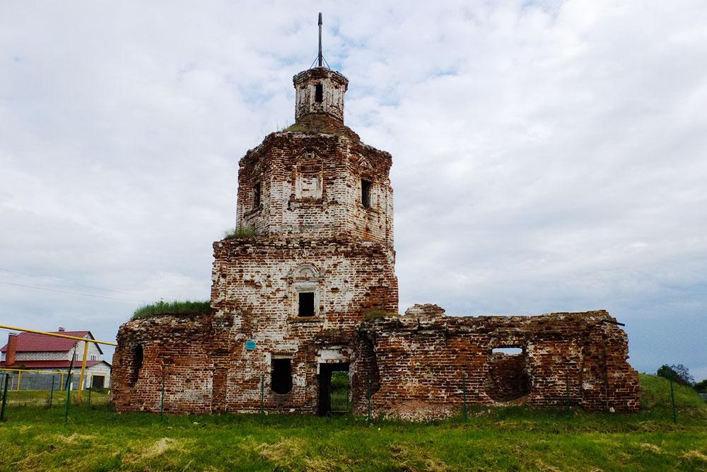 Развалины храма в Осиновке, которые не поддаются восстановлению