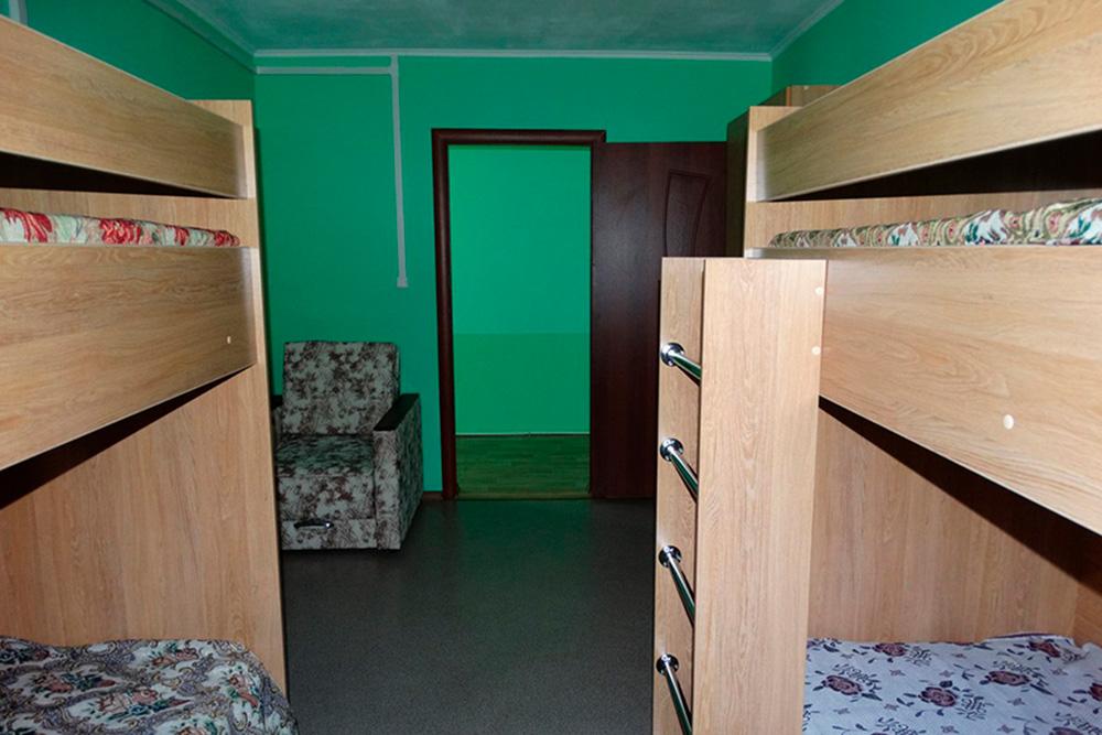 Общая комната с двухэтажными кроватями в туристическом приюте в Бахиловой Поляне. Фото с официального сайта «Самарской Луки»