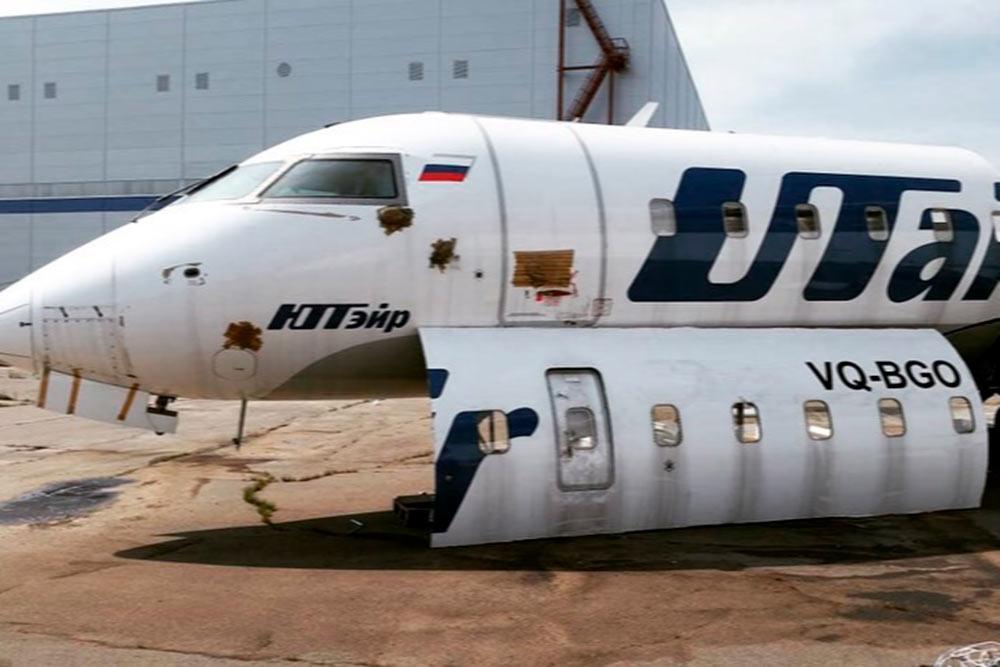 Bombardier CRJ200, принадлежавший компании Utair, и вырезанная часть дляRu-Sky