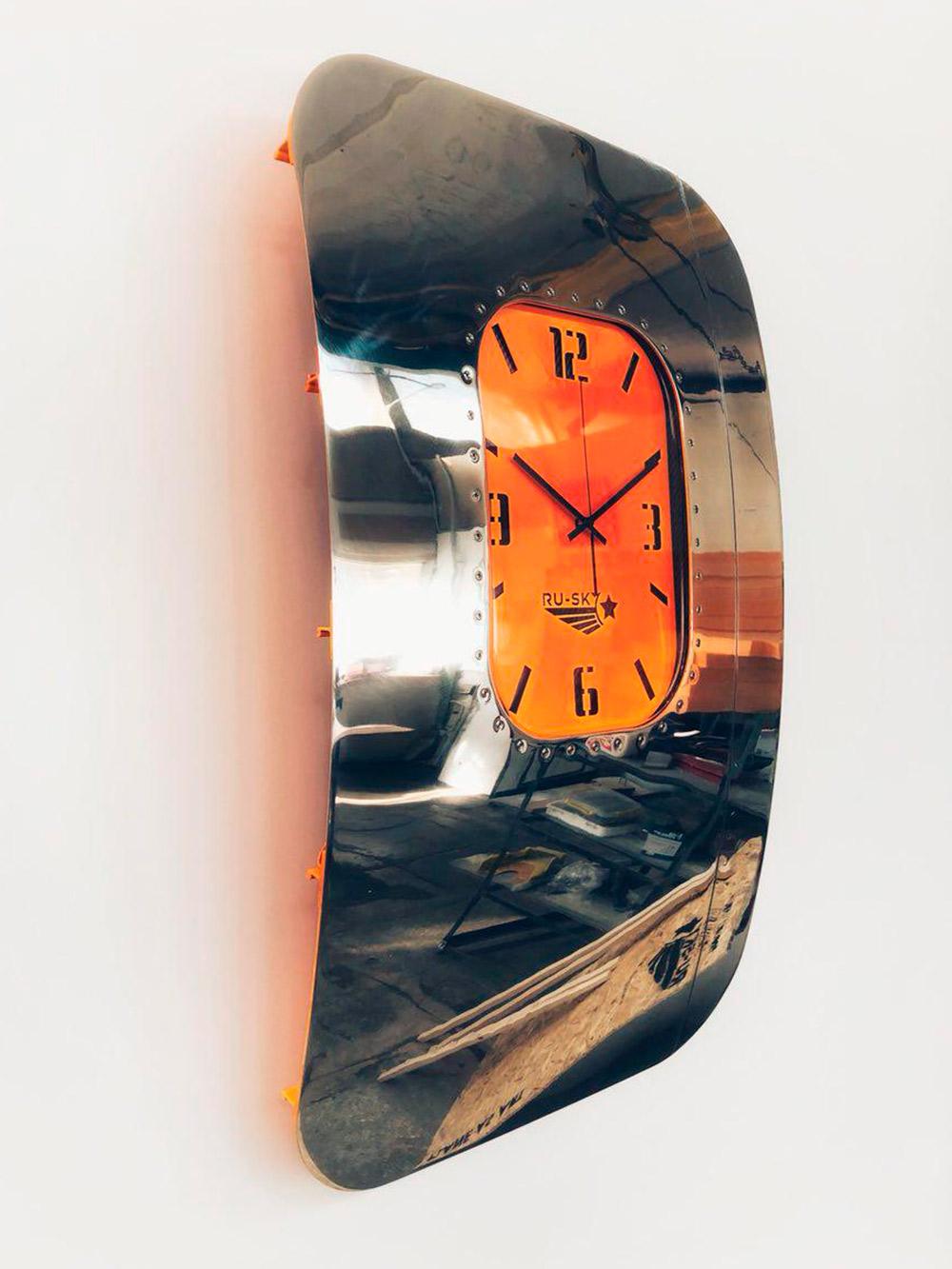 Корпуса первой партии настенных часов изBombardierCRJ200
