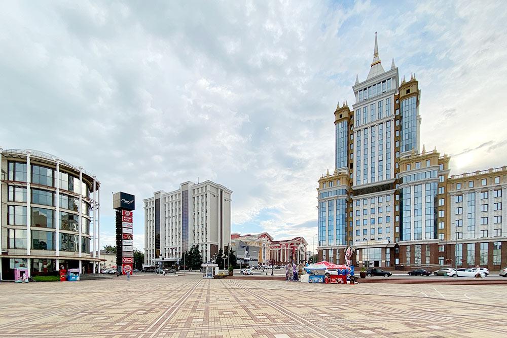 Здание Мордовского государственного университета напоминает высотку МГУ на Воробьевых горах в Москве