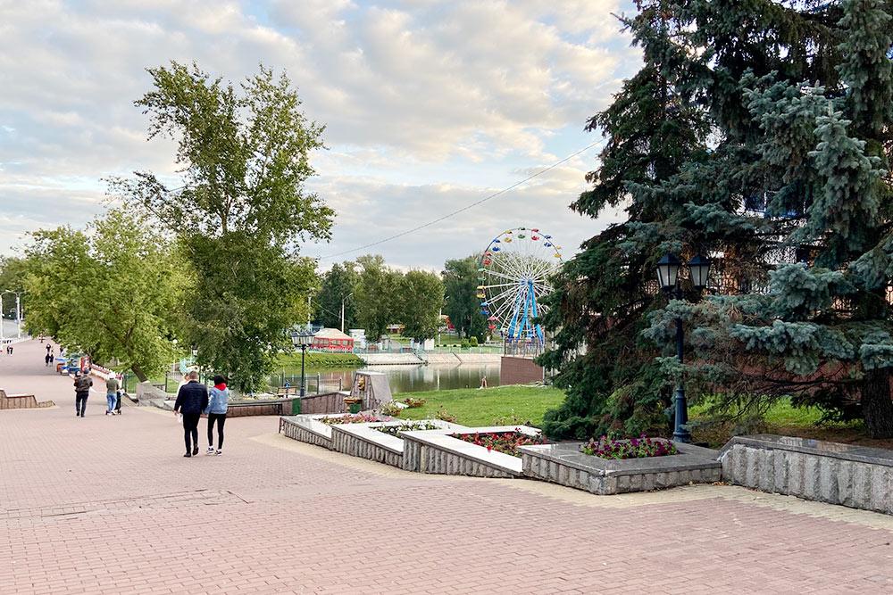 Фонтанный спуск и вид на Парк культуры и отдыха имени Пушкина