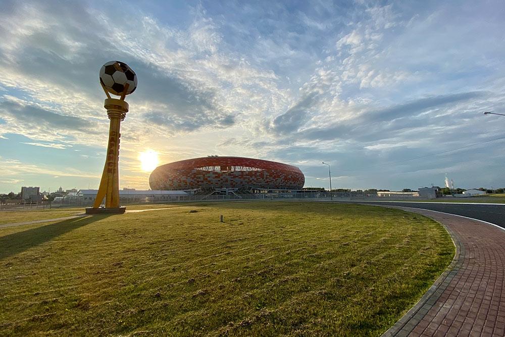 Стадион построили в2018году. Его вместимость— 44 000человек