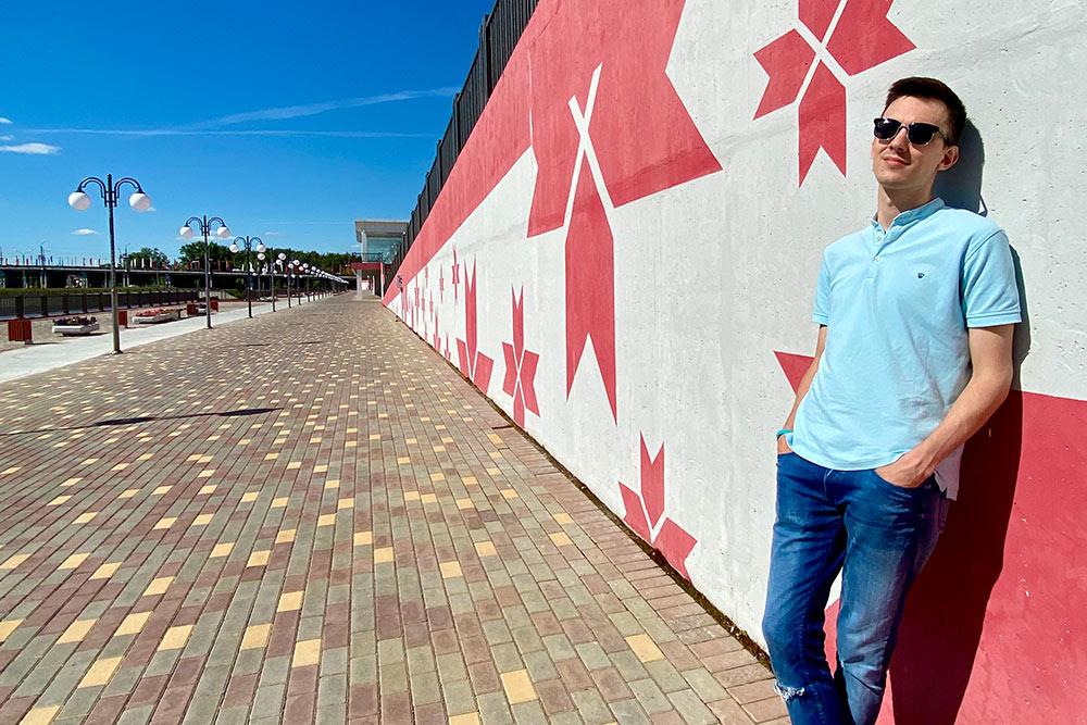 Перед стадионом находится еще одна набережная Саранска— нареке Инсар. Там есть интересная часть, украшенная традиционными мордовскими звездами разного размера. Намой взгляд, хорошее место дляфотосессий
