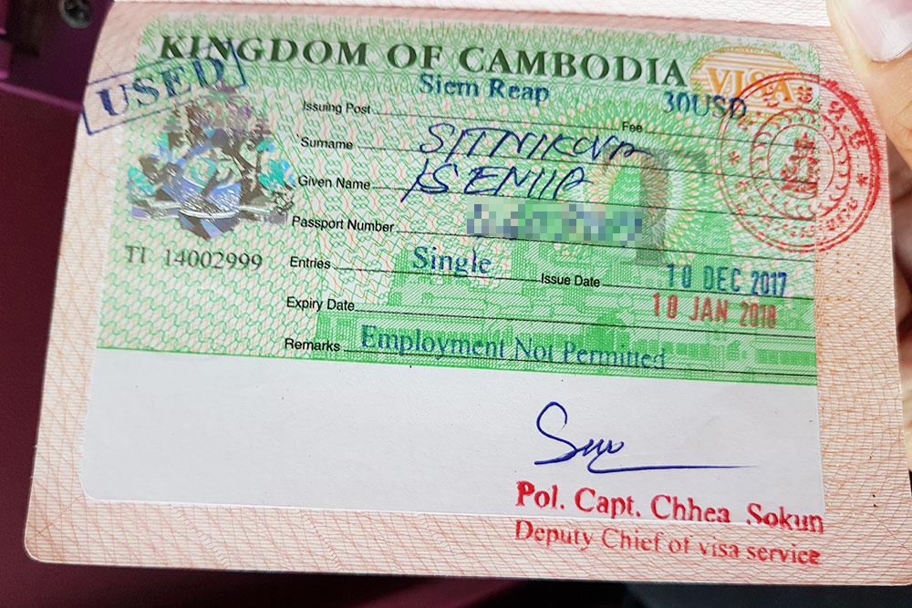 В Камбодже визу поставили на границе, она обошлась в 50$. Документ на больший срок можно оформить в Москве