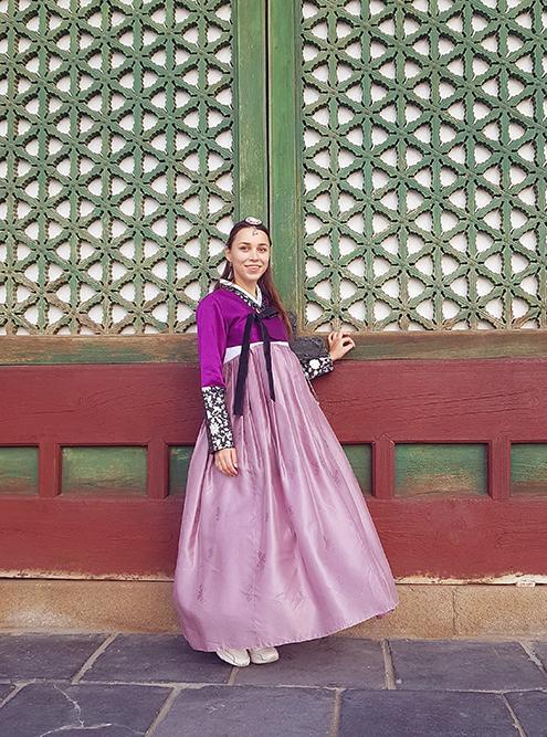 Были и более красивые костюмы, чем у меня, кто-то гулял с ажурным зонтиком для защиты от солнца