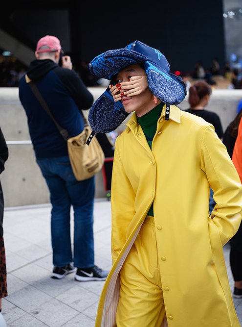 Иногда встречались просто абсурдные предметы одежды. Фото: Street style photo / Shutterstock