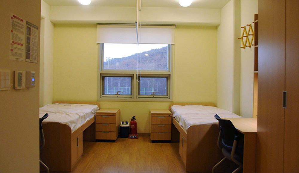 Моя комната вобщежитии Сеульского национального университета