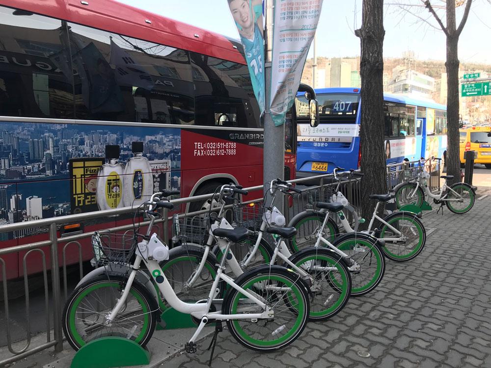 Выбрать и забронировать велосипед тоже можно через мобильное приложение