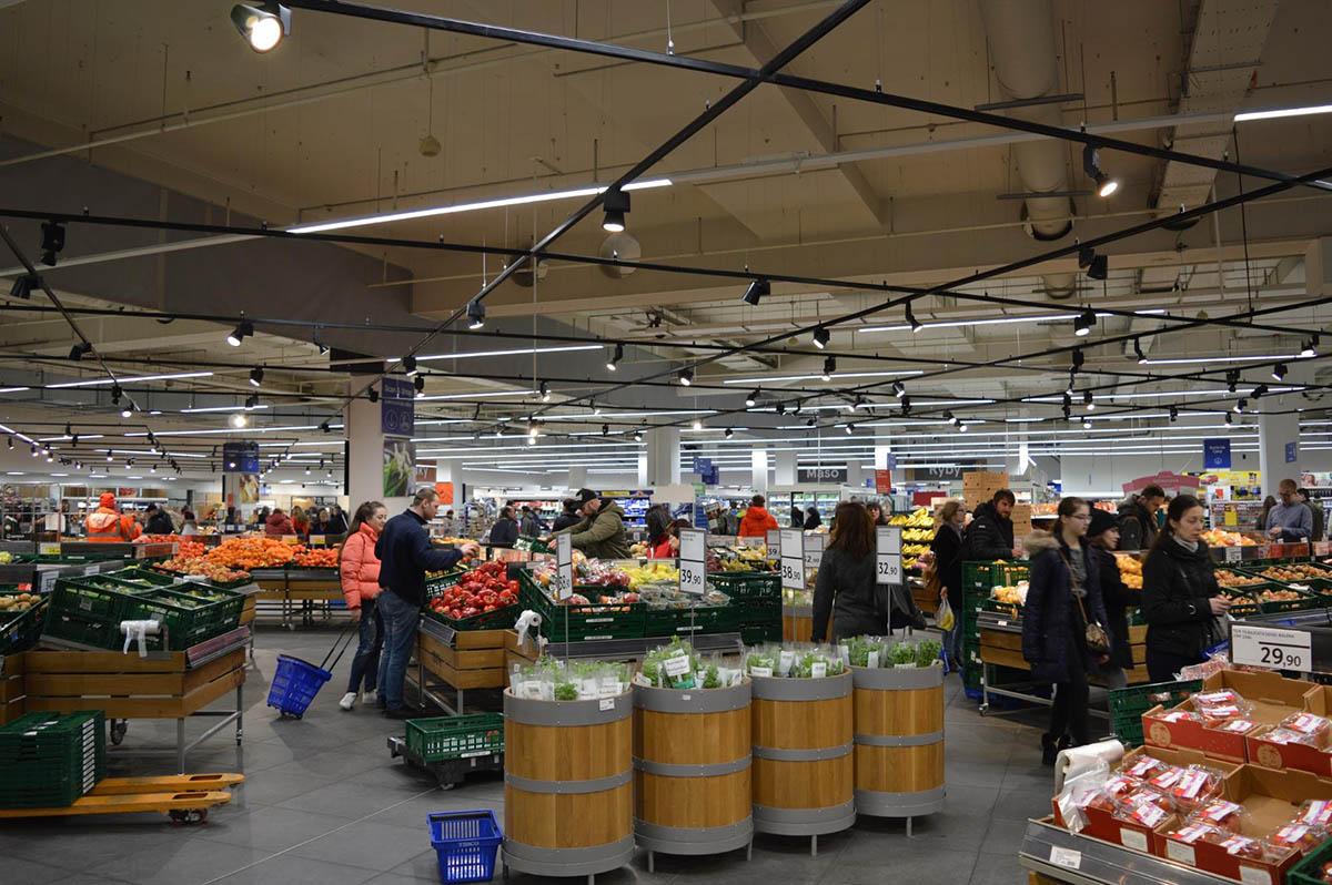 Овощной отдел в супермаркете «Теско»