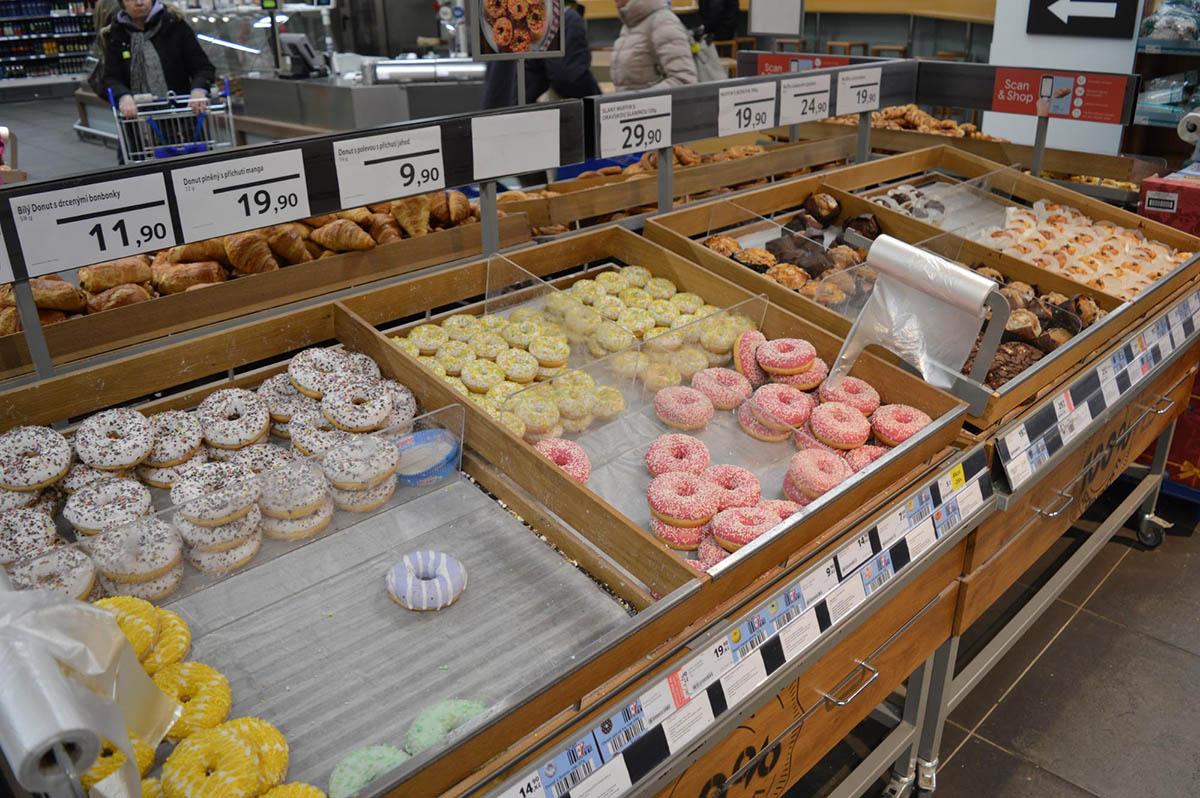 Сладости и выпечка. Самые маленькие пончики — по 10 крон (28<span class=ruble>Р</span>)