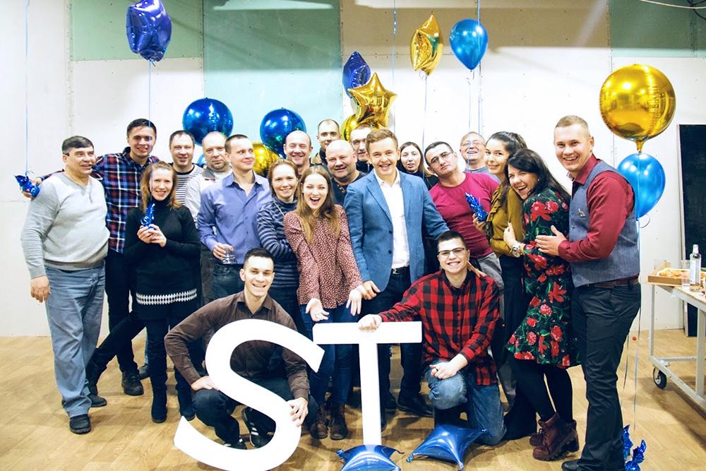 Новогодний корпоратив — 2019. Делали веселую тусовку всей компанией, дляэтого освободили сборочный цех, пригласили диджея, ведущего и украсили шариками