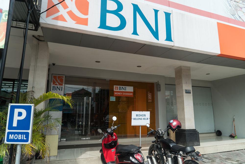 На Бали лучше всего снимать деньги в банкоматах, которые расположены в отделениях банка