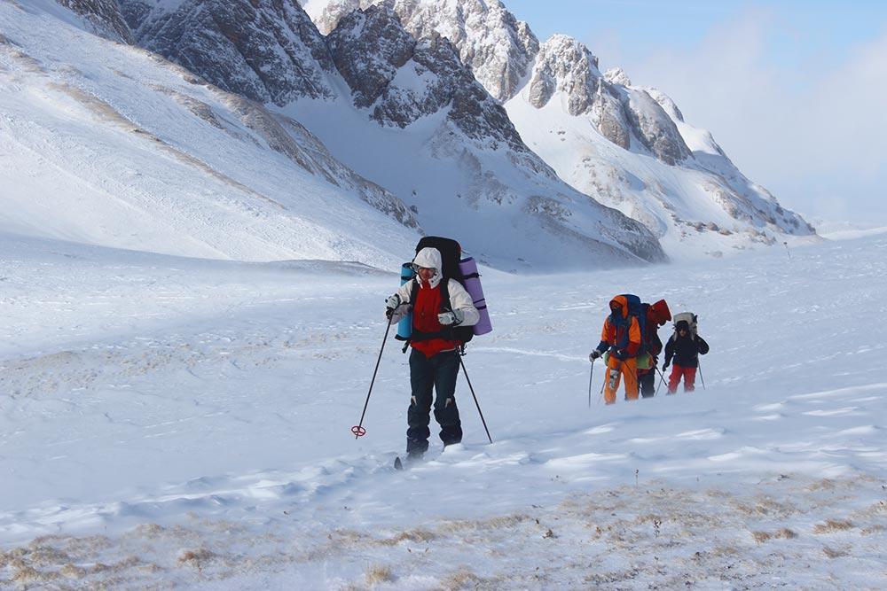 Поход по плато Лагонаки вянваре 2015года. Единственный солнечный день завесь поход. Впереди идет мой брат, я иду вторым