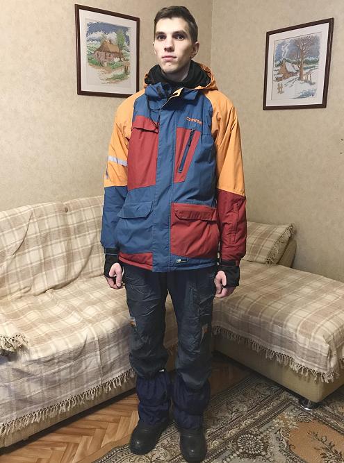 В таком виде я иду впоход. Куртка сноубордическая, покупал, чтобы кататься на велосипеде зимой. Унее есть вентиляционные отверстия подмышками — если вдруг станет жарко, можно расстегнуть
