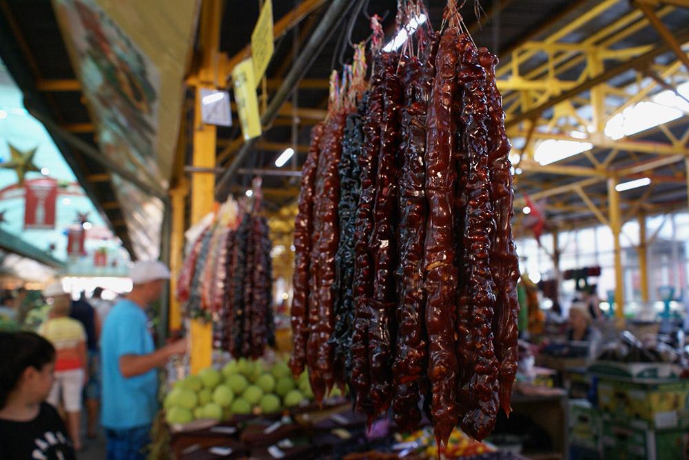 Чурчхелу с грецким орехом продавцы на рынке называют «армянский сникерс»