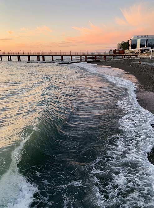 Жить на побережье — значит каждый день встречать закат у моря