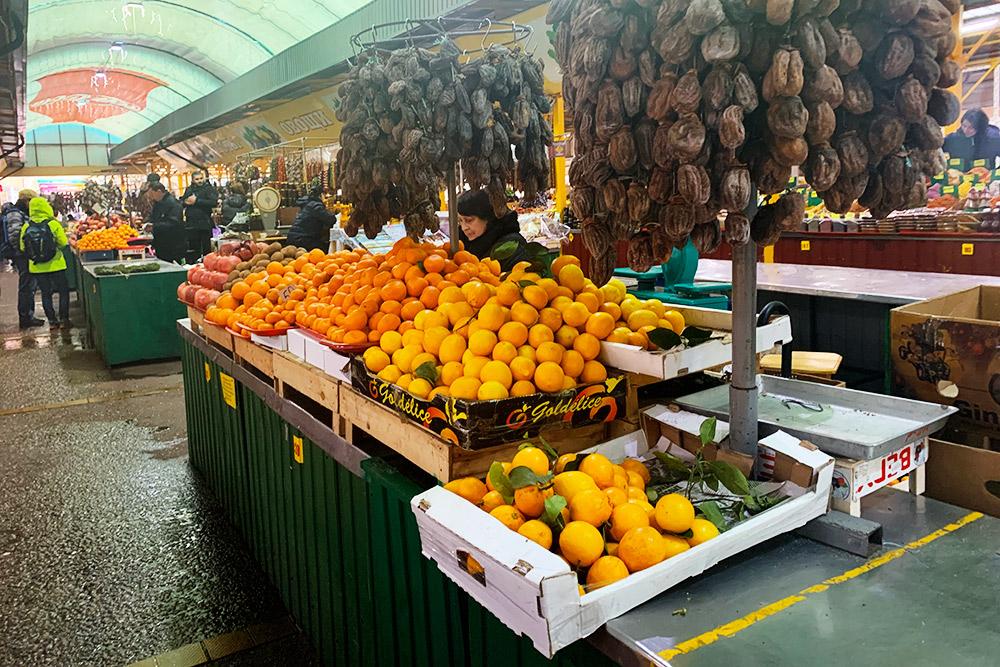 Лимоны и мандарины привозят прямо из Абхазии