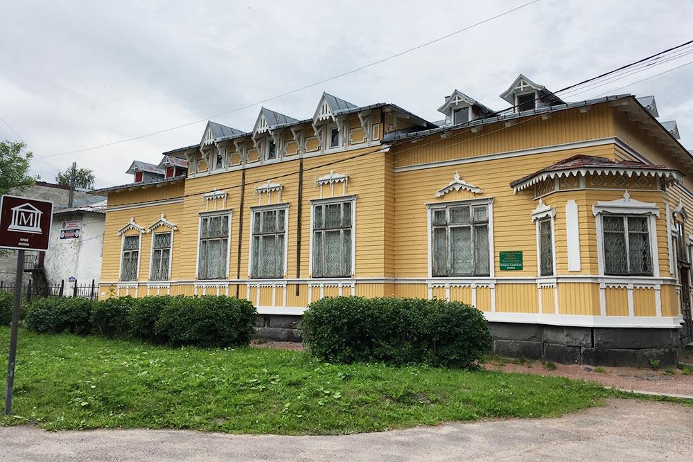 Музей находится вздании-памятнике, которому больше ста лет