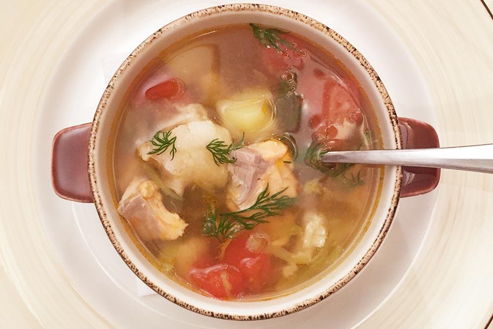 Уха из&nbsp;двух видов рыбы с&nbsp;томатом и луком-пореем за&nbsp;300&nbsp;<span class=ruble>Р</span>