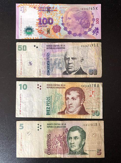 Так выглядят аргентинские песо. Я собираю деньги всех стран, где побывал: эти купюры оставил для коллекции